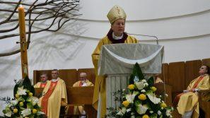 Bp Jan Zając w Wigilię Paschalną: Dzisiaj jest święto naszej nadziei