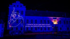 6 rocznica kanonizacji Jana Pawła II – laserowa projekcja na fasadzie Pałacu Arcybiskupów Krakowskich