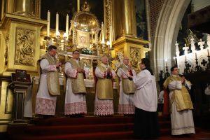 Abp Marek Jędraszewski w Wielki Czwartek: Eucharystia jest zobowiązaniem, z którego wypływa miłość