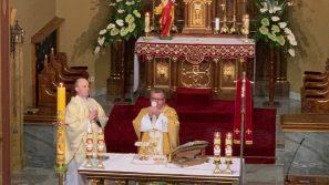 Ks. Marcin Cholewa w Łagiewnikach ochlebie, który jest źródłem życia uczniów
