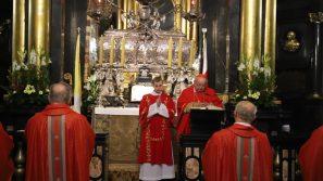 Pierwszy dzień nowenny ku czci św. Stanisława: Gdy nad nami wisiał miecz, św. Stanisław wskazywał na Boga