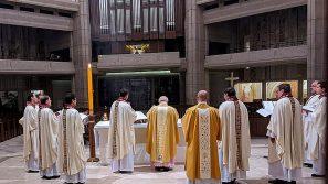 Liturgia Paschalna w sanktuarium św. Jana Pawła II w Krakowie: O słowach życia, które ukazują wielką miłość i moc Boga