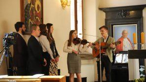 Międzynarodowy Różaniec Młodych: Przywołując wstawiennictwa św. Jana Pawła II módlmy się za młodzież świata