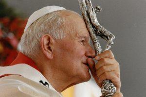 """Przewodniczący Konferencji Episkopatu Włoch: Jan Paweł II zasługuje, by dołączyć go do grona papieży nazywanych """"wielkimi"""""""
