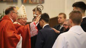 Bierzmowanie w Nowym Targu: Przyjąć sakrament bierzmowania to opowiedzieć się za Bogiem