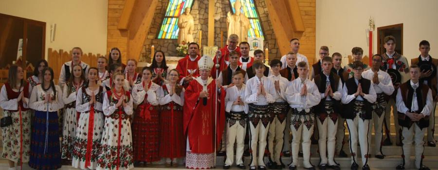 Bierzmowanie w Nowym Targu: Krzyż mówi o miłości