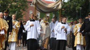 Abp Marek Jędraszewski zaprasza do wzięcia udziału w centralnej procesji Bożego Ciała