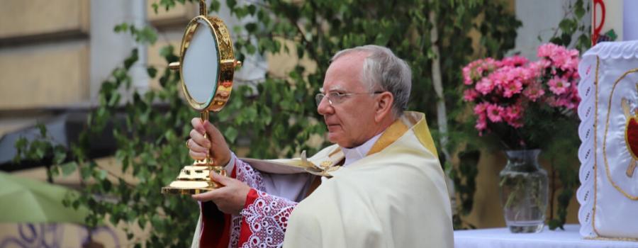 Abp Marek Jędraszewski w bazylice Bożego Ciała: Jezus przychodzi do nas z nieba, by nas do nieba doprowadzić