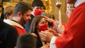 Bierzmowanie w Brodach: Modlitwa to kontakt z Bogiem