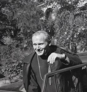 """Wystawa """"Karol Kardynał Wojtyła. Fotografie Adama Bujaka"""" od 4 lipca w Muzeum Narodowym w Krakowie"""
