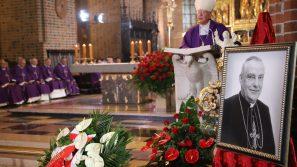 Abp Marek Jędraszewski w czasie pogrzebu kard. Zenona Grocholewskiego: był niezłomnym żołnierzem w służbie prawdzie