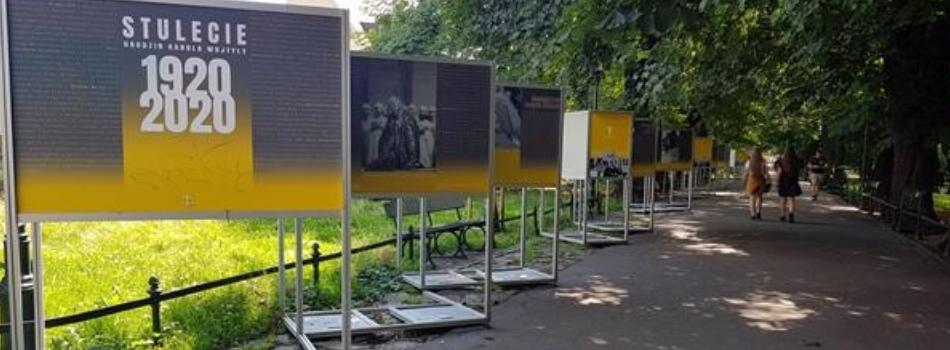 """Wystawa """"Stulecie urodzin Karola Wojtyły"""""""