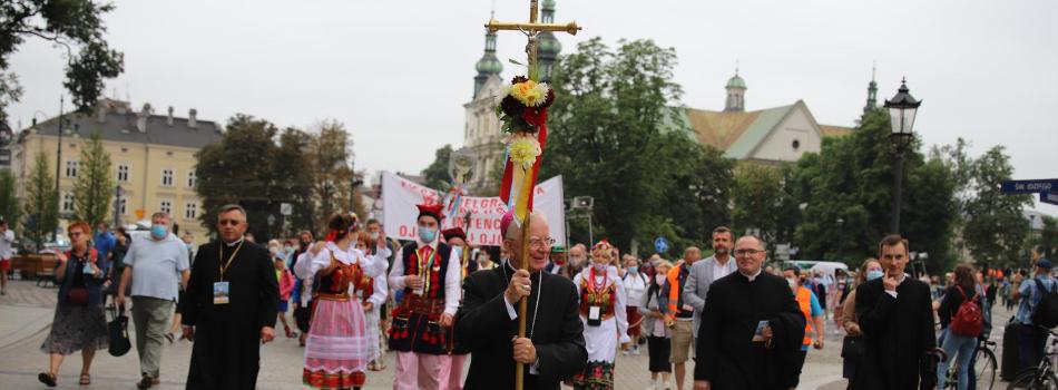Abp Marek Jędraszewski na rozpoczęcie 40. Pieszej Pielgrzymki Krakowskiej na Jasną Górę: celem pielgrzymki jest duchowa przemiana