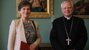 Złoty medal za zasługi dla Archidiecezji Krakowskiej dla konsul generalnej Węgier w Krakowie
