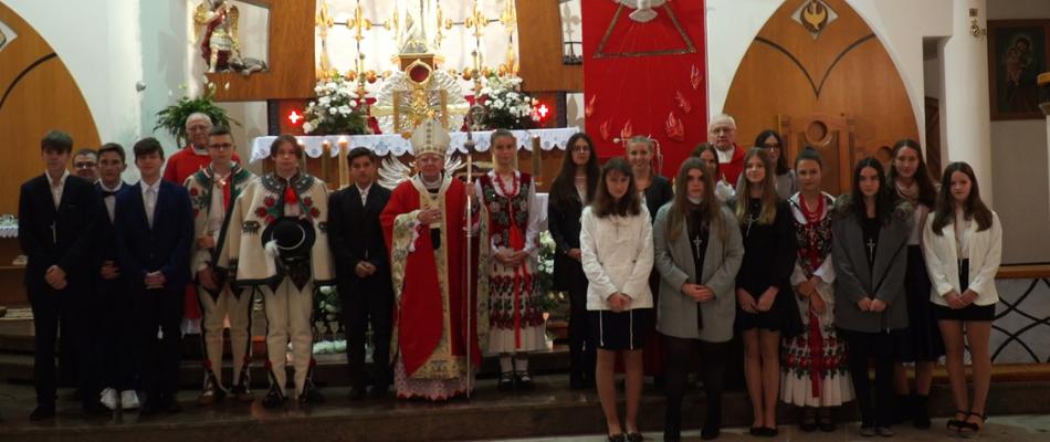 Abp Marek Jędraszewski w czasie bierzmowania w Nowym Targu: Radykalnie podążajcie za Ewangelią