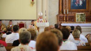 Abp Marek Jędraszewski w Łętowem: Potrzeba miejsca, w którym gromadzi się lud Boży