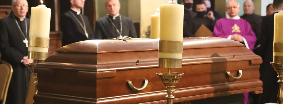 """Kard. Marian Jaworski – """"kardynał Kalwaryjski"""": trwają uroczystości pogrzebowe w Kalwarii Zebrzydowskiej"""
