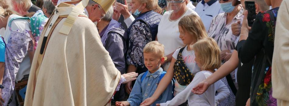 Abp Marek Jędraszewski do rodzin: Nie żyjemy dla siebie i dla siebie nie umieramy