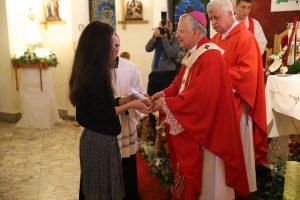 Abp Marek Jędraszewski podczas bierzmowania w Brzeziu: Wzorem świętych bądźcie wiernymi świadkami miłości Boga