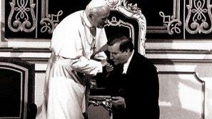 Ks. dr Andrzej Dobrzyński: Św. Jan Paweł II nie był politykiem, lecz liderem duchowym