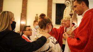 Abp Marek Jędraszewski podczas bierzmowania w Mistrzejowicach: Zróbcie wszystko, byście pozostali zawsze wierni Duchowi Świętemu
