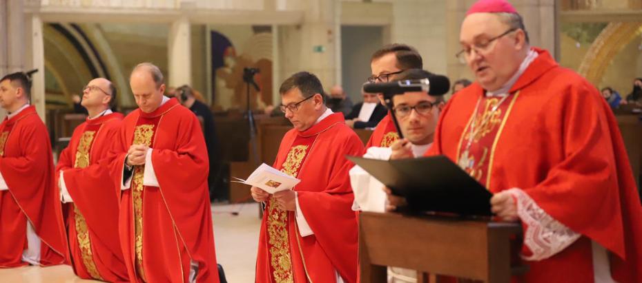 Bp Janusz Mastalski do organistów: Pomagacie wiernym w kroczeniu do Pana