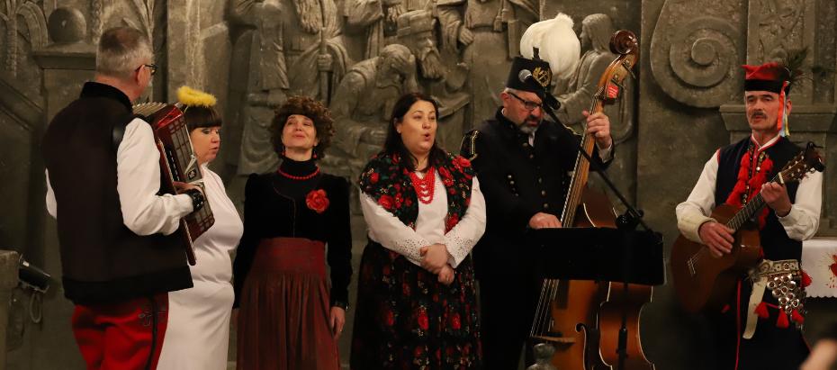 Abp Marek Jędraszewski podczas pasterki w kaplicy św. Kingi w Wieliczce: Radujmy się! Bóg jest z nami, bo chce nas zbawić