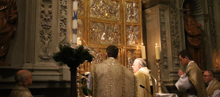 Abp Marek Jędraszewski podczas rorat na Wawelu: Maryja wskazuje w jaki sposób służyć Bogu całym swoim sercem