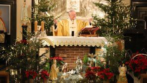 Abp Marek Jędraszewski w czasie Noworocznej Pasterki: Najgłębszym sensem tajemnicy Wcielenia jest to, że człowiek mógł stać się dzieckiem Bożym