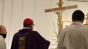 Bp Robert Chrząszcz: W jałmużnie nie chodzi tylko o to, by dawać pieniądze, ale aby być