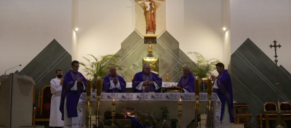 Bp Janusz Mastalski w czasie liturgii stacyjnej: Uwierzmy na nowo w siłę naszej modlitwy