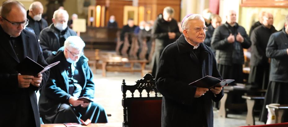 Abp Marek Jędraszewski do kapłanów o problemie apostazji: róbcie wszystko, aby ten dramatyczny akt odejścia był jednocześnie pierwszym dniem powrotu
