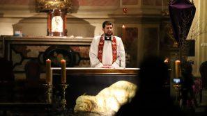 """""""Czy i wy chcecie odejść? My wobec pytań Chrystusa"""". Akademicka Droga Krzyżowa"""