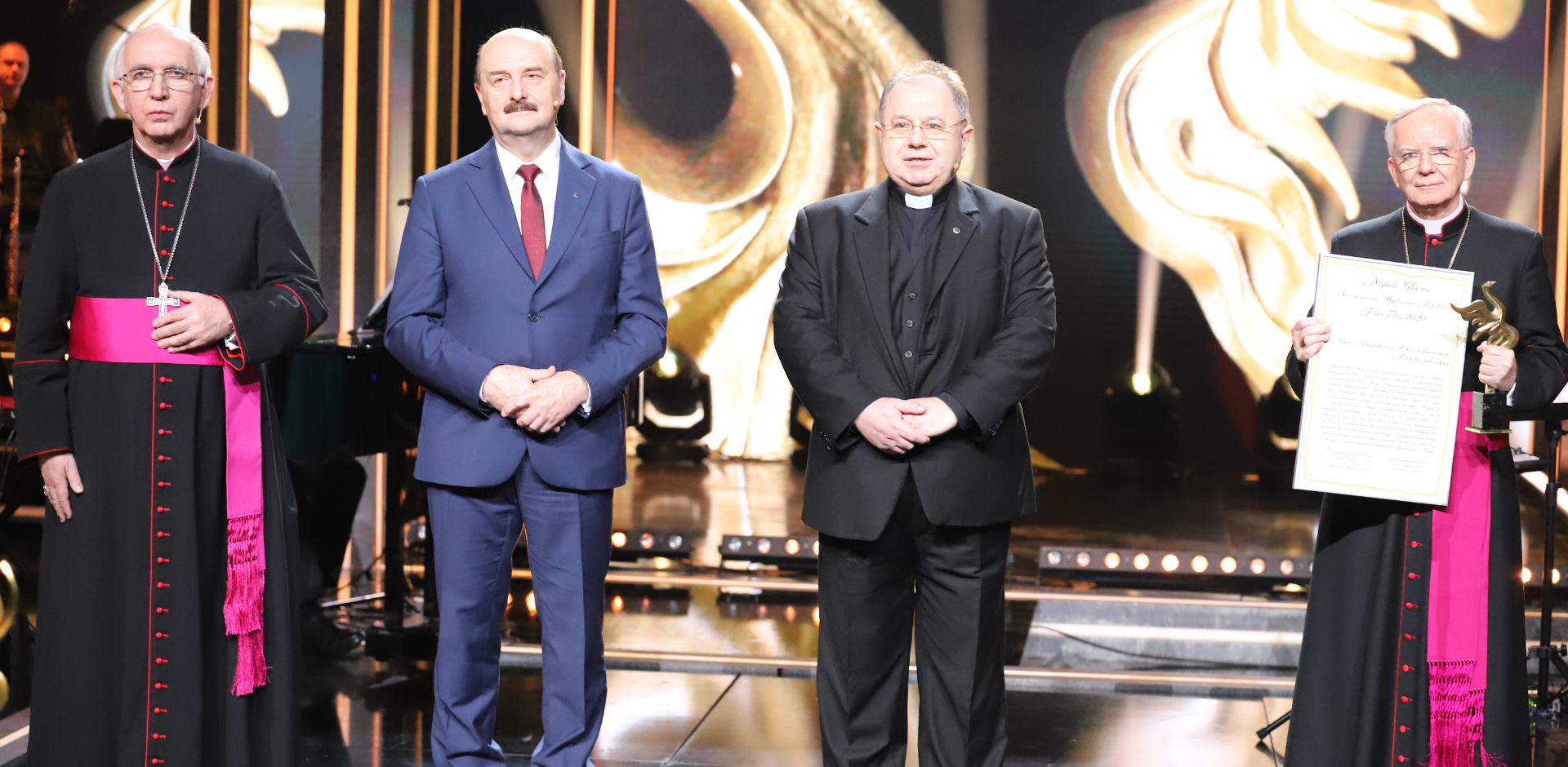"""Abp Marek Jędraszewski odebrał główną nagrodę Stowarzyszenia Wydawców Katolickich """"Feniks Złoty 2020"""""""