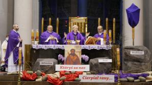 Liturgia stacyjna w kościele św. Jadwigi Królowej: Podążajmy drogą św. Piotra, ufni w Boże miłosierdzie