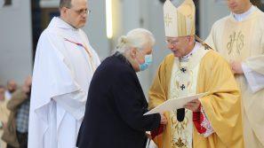 Kapłani Archidiecezji Krakowskiej przekazali jałmużnę wielkopostną na rzecz krakowskich hospicjów