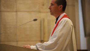 O doświadczeniu uzdrawiającej obecności Jezusa w czasie Liturgii Męki Pańskiej w sanktuarium św. Jana Pawła II