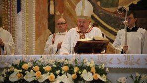 Kard. Stanisław Dziwisz w Wielkanoc: Świat potrzebuje świadectwa wiary chrześcijańskiego życia