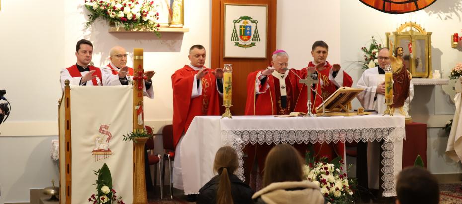 Abp Marek Jędraszewski podczas bierzmowania: By być niezłomnym świadkiem Chrystusa potrzebna jest moc Ducha Świętego