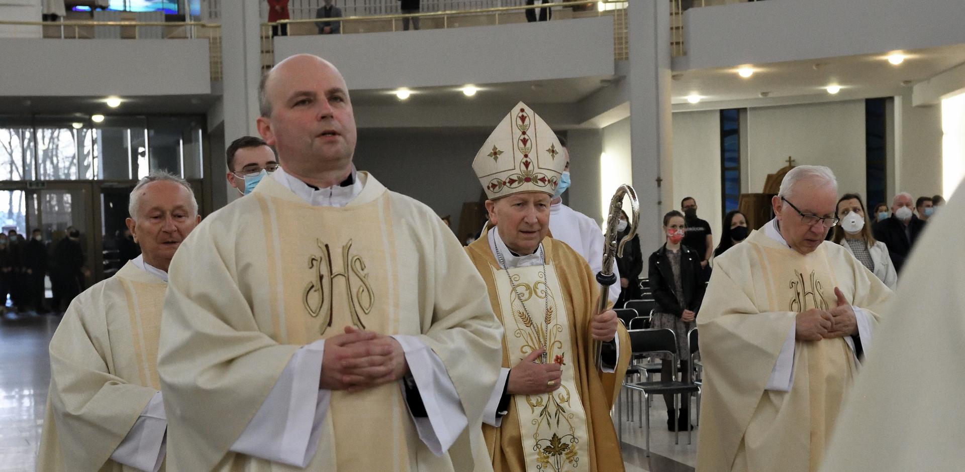 Bp Jan Zając w Wielki Czwartek: Eucharystia to szkoła miłości