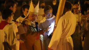 Wigilia Paschalna w Sanktuarium św. Jana Pawła II: Zmartwychwstanie to odpowiedź na ludzki lęk