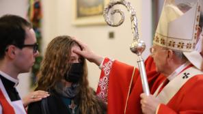 Abp Marek Jędraszewski podczas bierzmowania w Węgrzcach: Stajemy się silni dzięki Duchowi Świętemu