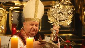 Kard. Stanisław Dziwisz: W życie uczniów Chrystusa wpisane jest świadectwo