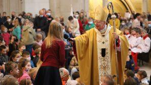 Abp Marek Jędraszewski zachęca rodziców do błogosławienia swoich dzieci