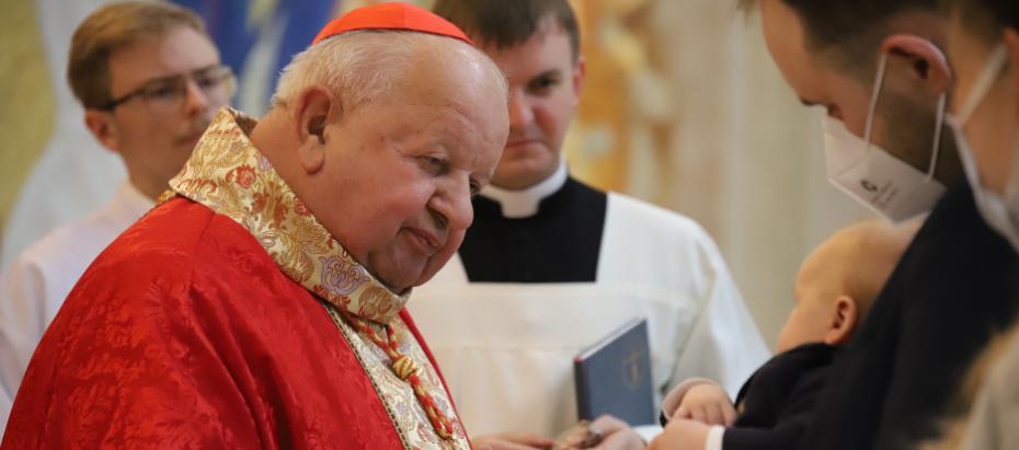 Kard. Stanisław Dziwisz: dziękujmy Bogu za naszą osobistą przynależność do jednego, świętego, powszechnego i apostolskiego Kościoła