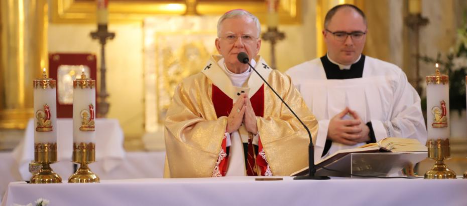 Abp Marek Jędraszewski do młodych: Trwajcie do końca waszych dni przy zwycięskim krzyżu