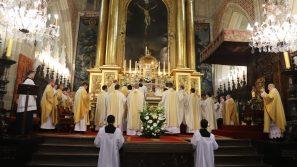 Święcenia prezbiteratu na Wawelu: Celem życia kapłańskiego jest przede wszystkim wysławianie Boga