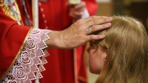 Bp Robert Chrząszcz do młodych: Bóg daje wam dziś prezent, którym jest Jego łaska