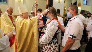 Abp Marek Jędraszewski do bierzmowanych w Nowym Targu: Być uczniem Jezusa, to być gotowym na wysiłek
