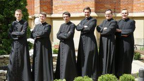 Potrzeba serca. Klerycy Wyższego Seminarium Duchownego przedstawiają historie powołań kapłanów Archidiecezji Krakowskiej